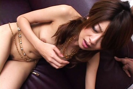 Hottie Nagisa Sasaki performs cute blowjob