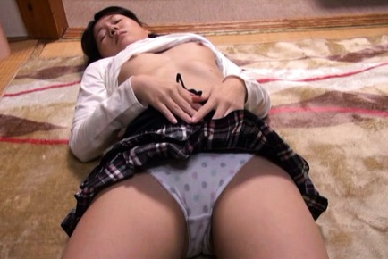 Skinny Japanese settles with a deep blowjob