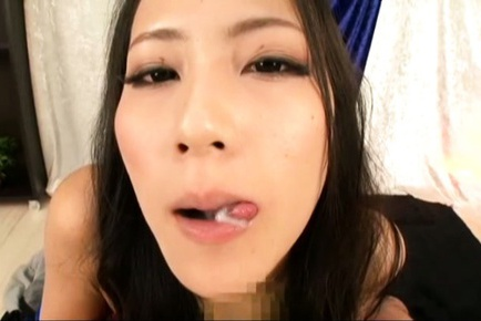 Young Koi Azumi gives the blowjob of her life