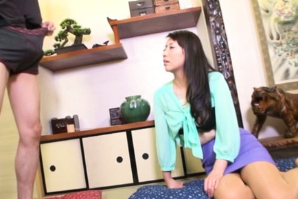 Japanese beauty amazes with her agile mouth