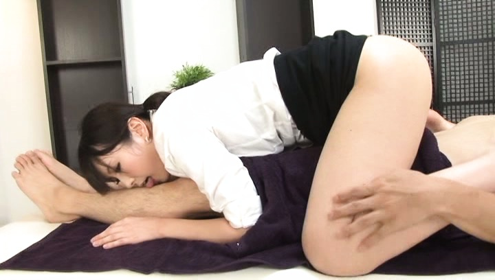 Chika Arimura Asian amateur gets naughty in the office